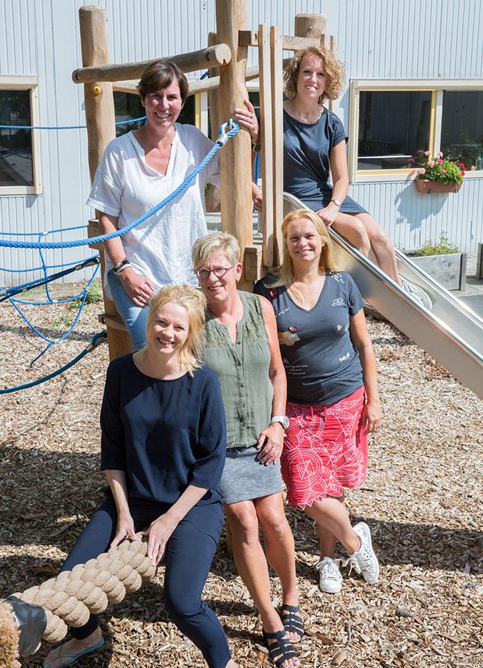Dit zijn de leerkrachten van de bovenbouw. Van link naar rechts: Evy, Wendy, Jet, Ans en Lucia